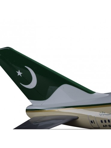 XL Pakistan International Boeing 747